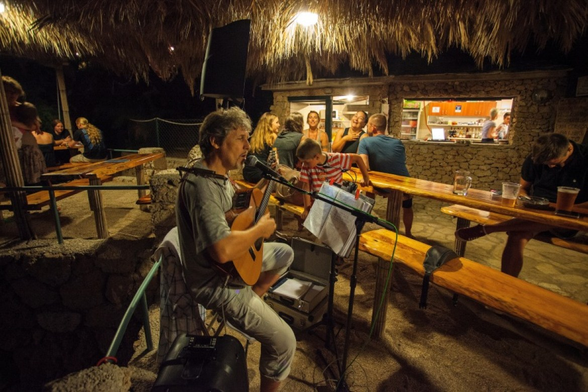 beach bar mokalo live music