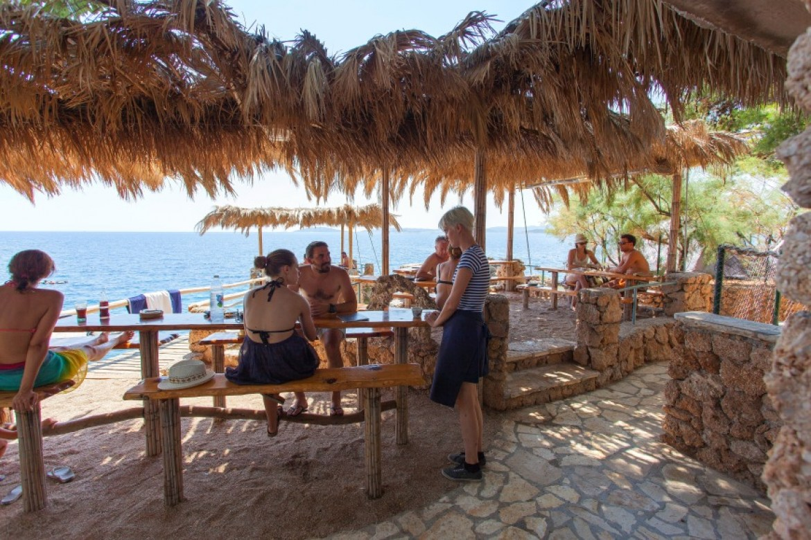 beach bar orebic